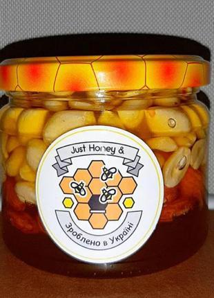 Миндаль и арахис в меду