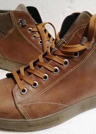 Продам зимние ботинки 42 размер