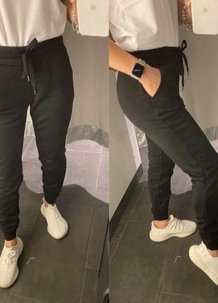 Чёрные спортивные штаны с легким начесом джоггеры amisu fbsist...