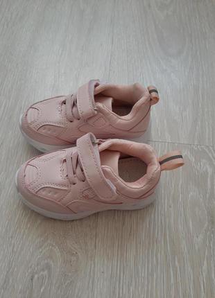 Новые светящиеся кроссовки 22 размера