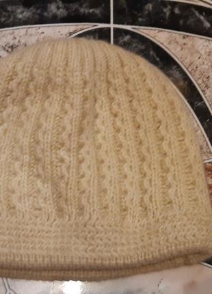 Натуральная шапка на девочку