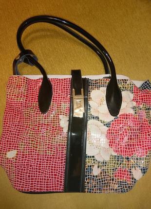 Кожаная сумка чёрная с орнаментом  фирма v. Fabbiano