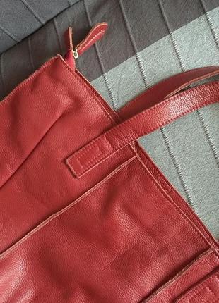 Красная сумка из натуральной кожи
