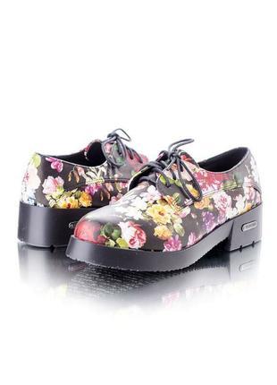 Стильные туфли с цветочным принтом стелька 22.5 см