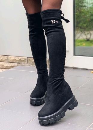 Женские зимние стильные ботфорты.