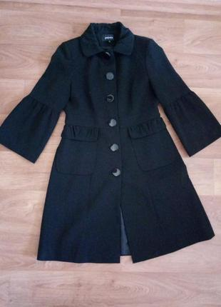 Очень красивое черное легкое  пальто от papaya