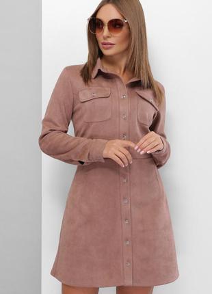 Модное платье из эко-замши на пуговицах с карманами на груди