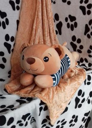 Плед с подушкой в виде медвеженка