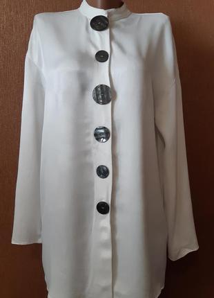 Блузка с декоративными большими пуговицами размер 8-10 zara