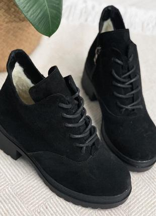 Короткие зимние ботинки ботильоны на каблуке, натуральная замша