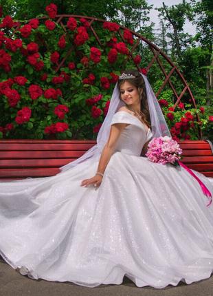 Свадебное пышное платье блестящее глитер