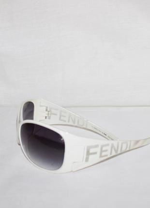 Очки солнцезащитные женские fendi белые, италия оригинал! 14 см