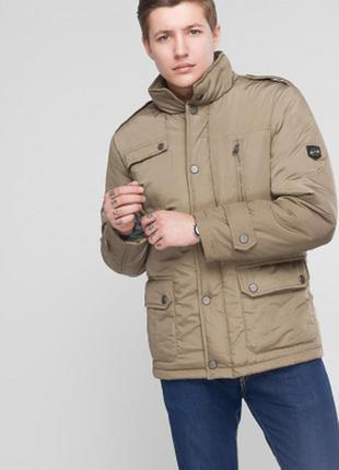 Стильная классическая модель демисезонной мужской куртки