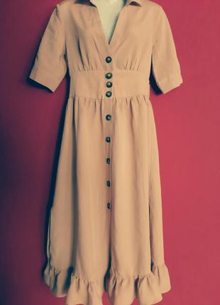 Красивое платье с короткими рукавами