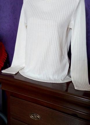 Нежный пуловер теплого белого цвета mss