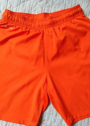 Спортивные шорты для мальчика 7-8