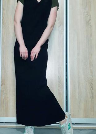 Базовое черное длинное платье прямого ровного кроя с разрезом ...
