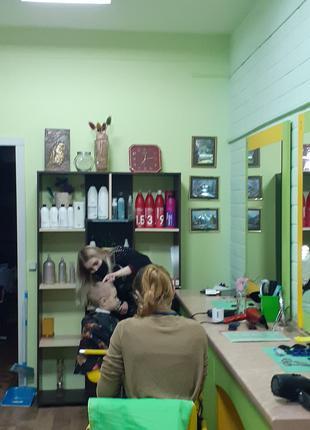 Нужны парикмахеры, мастера ногтевого сервиса  для работы