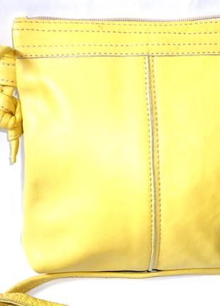 Желтая кожаная сумка 18х18см ручка 120см