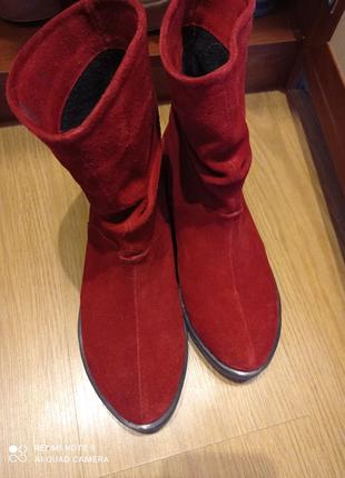 Сапожки красные, замшевые.новые36р.