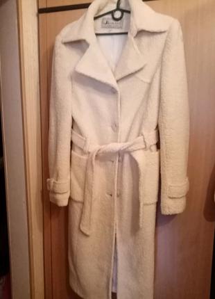 Пальто демисезонное. Белое, буклированное