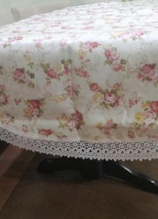 Скатерть цветочная с кружевом на овальный стол. скатерть в цве...