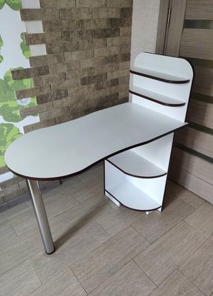 Маникюрный стол . Стол для маникюра
