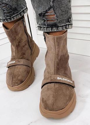 Спортивные коричневые ботинки деми на массивной подошве