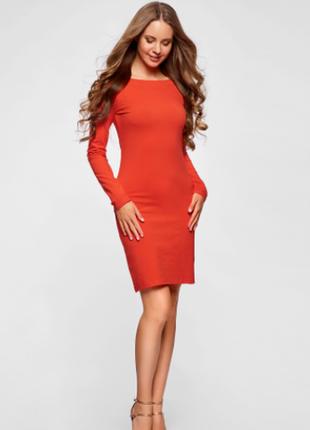 Оранжевое платье батальное футляр