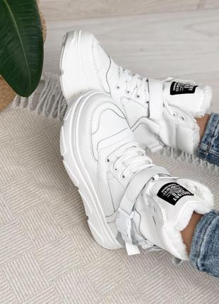 Стильные высокие белые зимние кроссовки