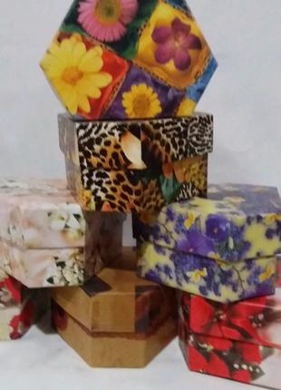 Коробка подарочная, картонная Цветная 8/4/6 см. N -831