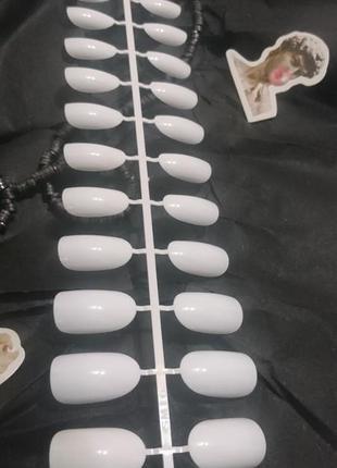 Комплект накладных ногтей 24 шт. белого цвета