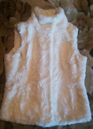 Женская жилетка из экомеха