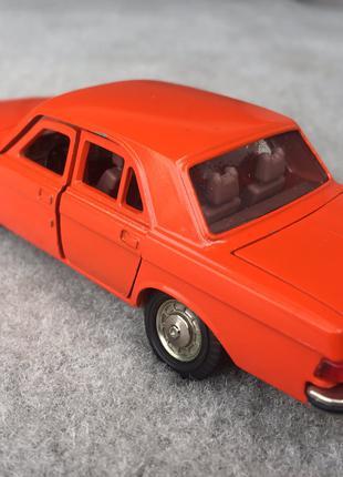 Модель СССР ГАЗ-3102 «Волга» оранж Саратов Масштаб 1/43