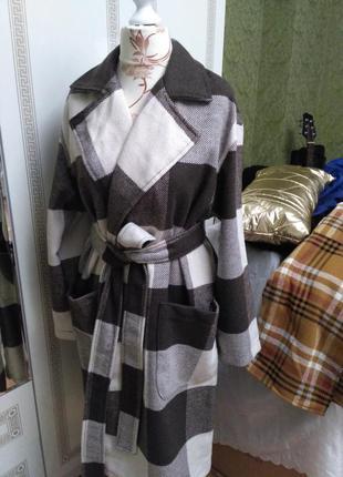 Пальто в клетку шоколадного цвета