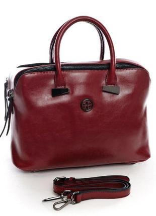 Невероятно стильная кожаная женская сумка цвета марсала.