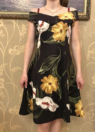 Нереально красивое и стильное брендовое платье в цветах.