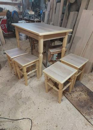 Стол и табуретки для кухни. Мебель для кухни. Кухонный гарнитур