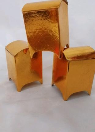 Коробка подарочная, картонная *Ларец* ,золотого цвета, высотой 8