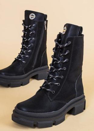 Женские ботинки на шнуровке с замком