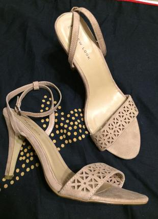 New look босоножки сандали бежевые 25.5-26 см