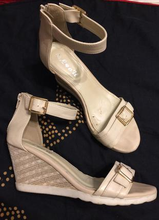 Lov'it босоножки сандали на танкетке платформе
