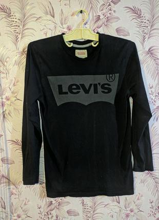 Продам лонгслив Levi's