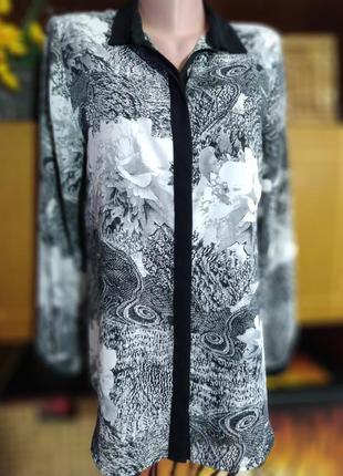 Блузка в цветочный принт.