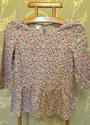 Очень красивая и стильная брендовая блузка в узорах..100% вискоза