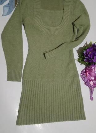 Тёплое платье с длинными рукавами.