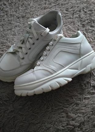 Белие кроссовки primark,39 размер.