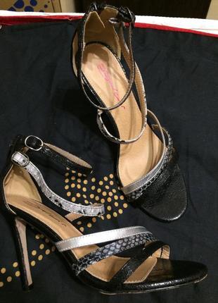 Dolcis сандали босоножки 25-25.5 см