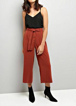 Высокие брюки-кюлоты с поясом и карманами из креп ткани р.16