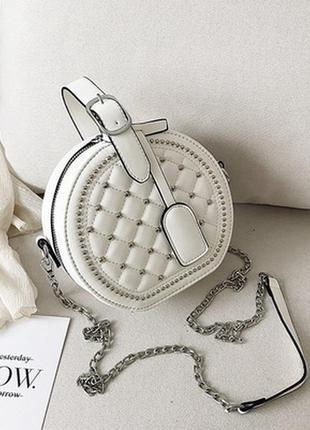 Женская круглая сумка с заклепками baoling на цепочке белая